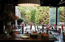 Restaurante_-_El_jardi_de_L_Abadessa_-_restaurante.JPG