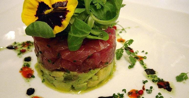 Restaurante_-_la_venta_-_tartar_con_aguacate.JPG