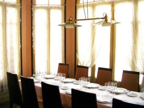 Restaurante_-_le_petit_chateau_-_comedor.JPG