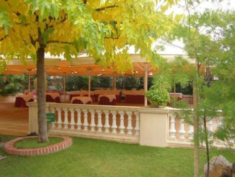 Restaurante_-_le_petit_chateau_-_jardin_del_otono.JPG
