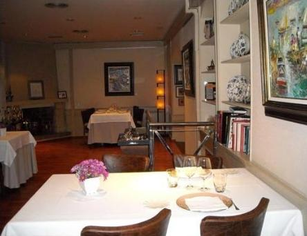 Restaurante_-_raco_den_cesc-diputacio_201_-_comedor.JPG