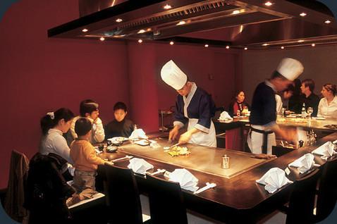 restaurante_-_teppan_yaki_-_interior.jpg