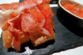 restaurante_vuelve_carolina_valencia_-_restaurantum_-_jamon_iberico_y_panes_sin_migas_crujientes.jpg