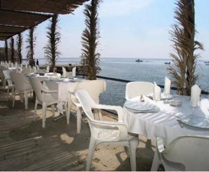 restaurantum.com_-_Hostal_Restaurante_Isleta_del_Moro_-_Terraza.jpg