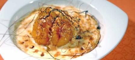 restaurantum.com_-_Restaurante_Artebakarra_Bilbao_-_Melocotón_asado_sobre_coulis_de_Natillas_almendras_y_caramelo.jpg