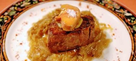 restaurantum.com_-_Restaurante_Artebakarra_Bilbao_-_Solomillo_encebollado_con_trozo_de_foie.jpg