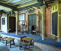 restaurantum.com_-_Restaurante_El_Corregidor_Almagro_-_decoración_interior_austera_castellana.jpg