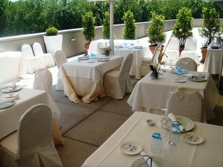restaurantum.com_-_Restaurante_Etxanobe_-_Terraza.jpg