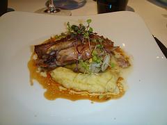 restaurantum.com_-_restaurant_Arrop_Valencia_-_Paletilla_de_cabrito_lechal_infusionado_al_carbón_con_cebolletas_a_la_llama.jpg