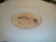 restaurantum.com_-_restaurant_Arrop_Valencia_-_Pulpo_parmentier_de_patata_y_nabo_con_su_leche.jpg