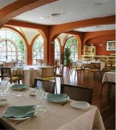 restaurantum.com_-_restaurant_Barbacana_Zafra_-_Salón1_elegante.jpg