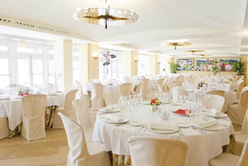 restaurantum.com_-_restaurant_azul_montearenas_-_salon.jpg