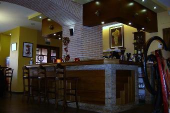 restaurantum.com_-_restaurant_sucot_valdepeñas_-_barra.jpg