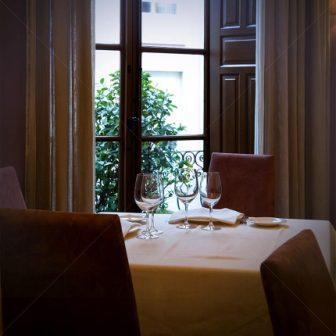 restaurantum.com_-_restaurante_España_-_Mesa_romantica.jpg