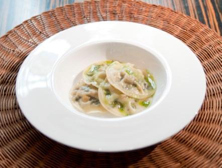 restaurantum.com_-_restaurante_La_Cesta_Madrid_-_raviolis_de_setas_de_oton.jpg
