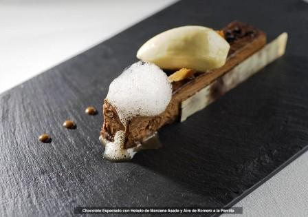 restaurantum.com_-_restaurante_ramiros_valladolid_-_chocolate_especiado_con_helado_de_manzana_asada.jpg