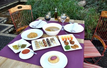 restaurantum_-_la_casa_verde_-_mesa.JPG