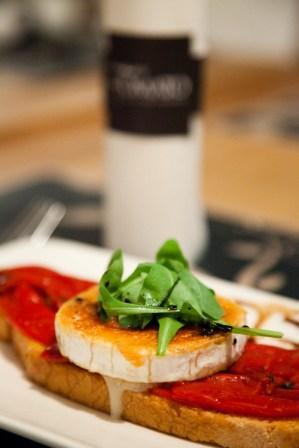 restauratnum.com_-_Restaurant_The_Tree_Tomato_Murcia_-_Tostada_con_rulo_de_cabra_gratinado.jpg