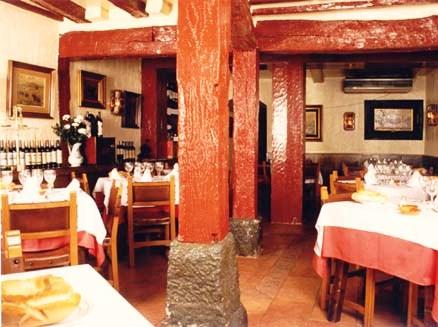www.restaurantum.com_-_Casa_Lucio_-_Sala.jpg