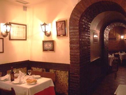 www.restaurantum.com_-_Casa_Lucio_-_Salon.jpg