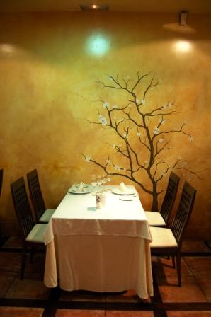 www.restaurantum.com_-_Restaurant_Zarracaín_Madrid_-_mesa.JPG
