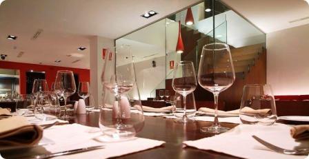 www.restaurantum.com_-_Restaurante_801_-_Comedor_y_acceso.jpg