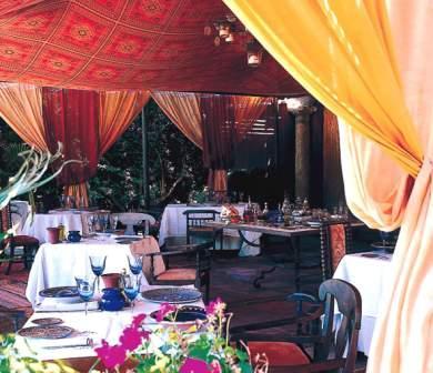 www.restaurantum.com_-_Restaurante_Alqueria_-_Comedor_exterior.jpg