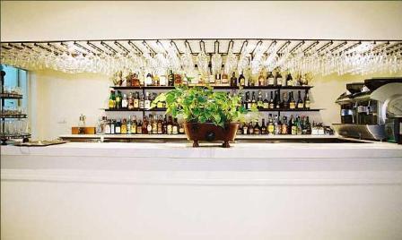 www.restaurantum.com_-_Restaurante_Ama_Lur_-_El_Bar.JPG