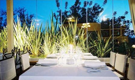 www.restaurantum.com_-_Restaurante_Ama_Lur_-_comedor__con_vistas.JPG