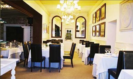 www.restaurantum.com_-_Restaurante_Ama_Lur_-_salon_elegante.JPG