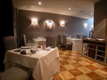 www.restaurantum.com_-_Restaurante_Amparito_Roca_-_Salon.JPG