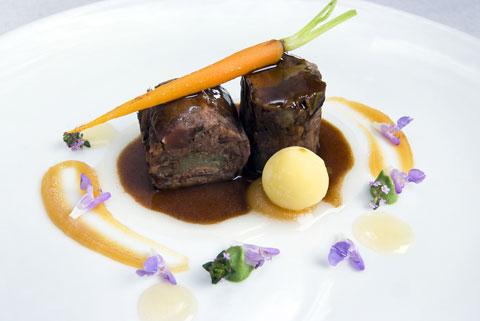 www.restaurantum.com_-_Restaurante_Botic_-_Cola_de_buey_con_foie_y_manzana_al_horno.jpg