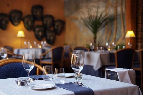 www.restaurantum.com_-_Restaurante_Botic_-_Comedor.jpg