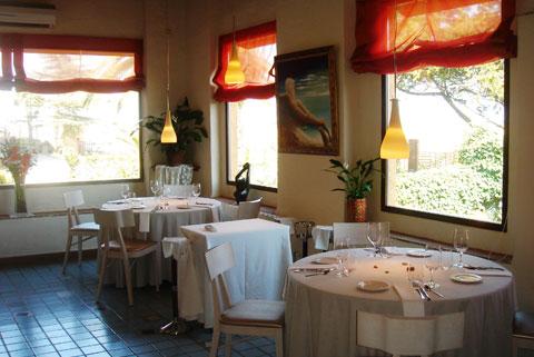www.restaurantum.com_-_Restaurante_Botic_-_Comedor_con_vistas_al_exterior.jpg