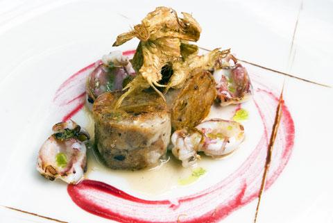 www.restaurantum.com_-_Restaurante_Botic_-_Prensado_de_pies_de_cerdo_con_sepias_pequeñas_y_remolacha.jpg