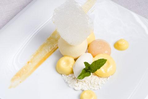 www.restaurantum.com_-_Restaurante_Botic_-_Valenciano_a_nuestra_manera_con_chocolate_blanco_y_fruta_de_la_pasión.jpg