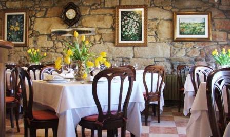 www.restaurantum.com_-_Restaurante_Casa_Bóveda_en_Carril_-_Especialidades_marinas_de_la_ría_-_Comedor.JPG