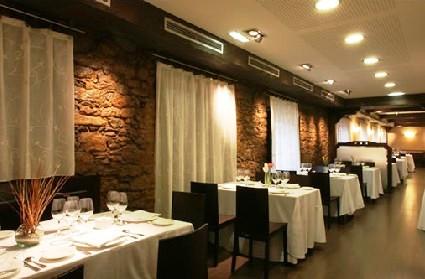 www.restaurantum.com_-_Restaurante_Casa_Geraro_Prendes_Gijon_-_Salon_Comedor_principal.jpg