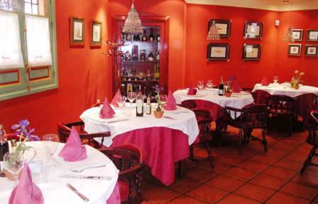 www.restaurantum.com_-_Restaurante_Casa_Sevilla_Almería_-_Comedor.jpg