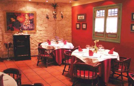 www.restaurantum.com_-_Restaurante_Casa_Sevilla_Almería_-_Comedor_1.jpg