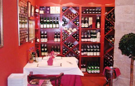 www.restaurantum.com_-_Restaurante_Casa_Sevilla_Almería_-_Comedor_y_bodega.jpg