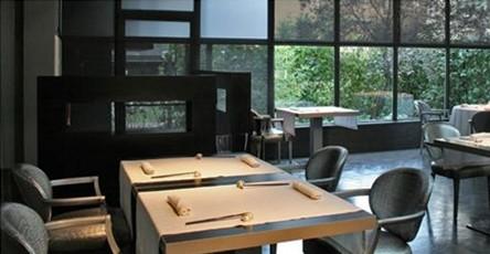 www.restaurantum.com_-_Restaurante_Diverxo_Madrid_-_Decoración_minimalista_y_moderna_del_comedor.jpg