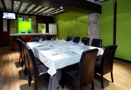 www.restaurantum.com_-_Restaurante_El_Doncel_-_Salon.JPG