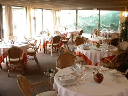 www.restaurantum.com_-_Restaurante_El_Trapio_Barcelona_-_Comedor_con_vistas.jpg