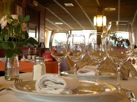www.restaurantum.com_-_Restaurante_El_Trapio_Barcelona_-_Mesa.jpg