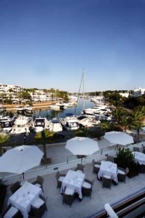 www.restaurantum.com_-_Restaurante_Gadus_-_Terraza_con_vista_al_puerto.JPG