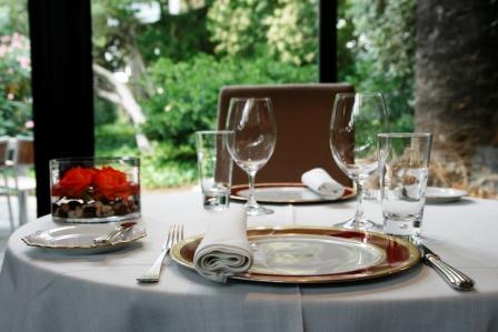 www.restaurantum.com_-_Restaurante_Gigantea_y_Hotel_Mas_Passamaner_Tarragona_-_mesa_del_comedor.JPG