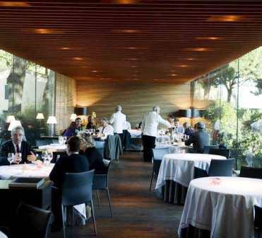 www.restaurantum.com_-_Restaurante_Hispania_-_comedor.jpg