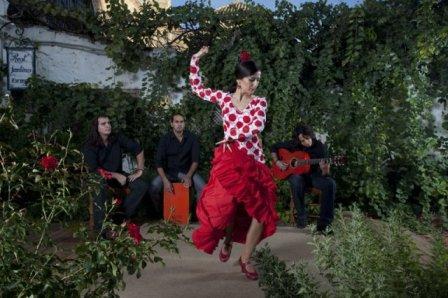 www.restaurantum.com_-_Restaurante_Jardines_de_Zoraya_Granada_-_Flamenco_2.jpg