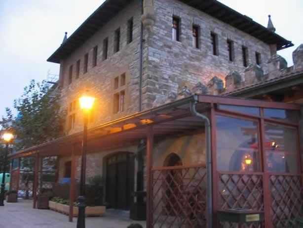 www.restaurantum.com_-_Restaurante_KA_Karlos_Arguiñano_-_Exterior_por_la_noche.jpg
